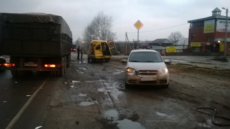 В Тамбовском районе КамАз протаранил маршрутку: есть пострадавшие