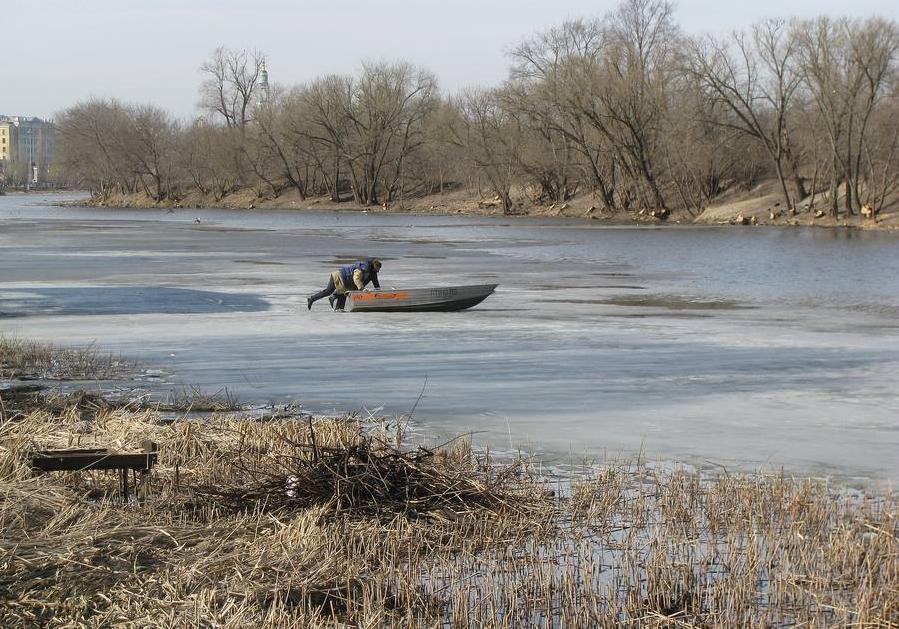 В Тамбове любитель острых ощущений пустился в плавание на льдине