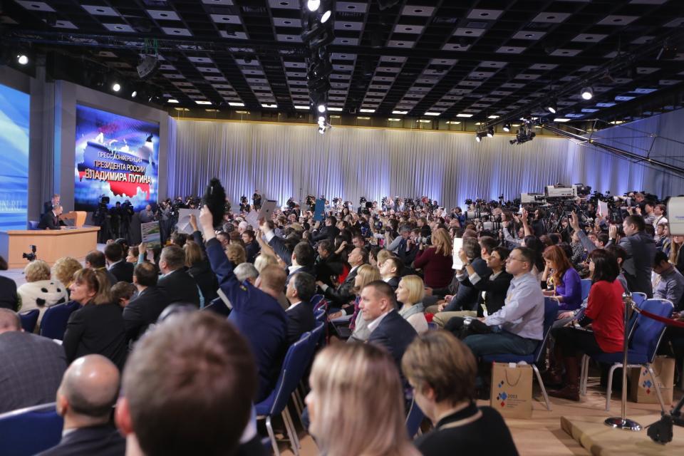 Пресс-конференцию Владимир Путин начал с краткого экономического отчета