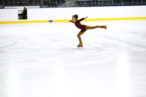 """На льду арены """"В Радужном"""" в рамках Всероссийского дня зимних видов спорта состоялись областные соревнования по фигурному катанию"""