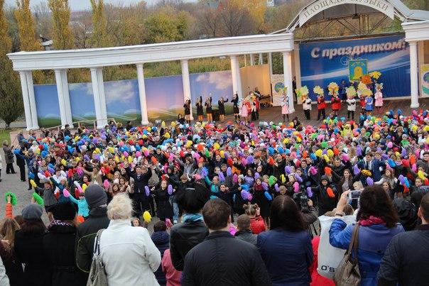 Около тысячи тамбовских лицеистов вышли на площадь Музыки