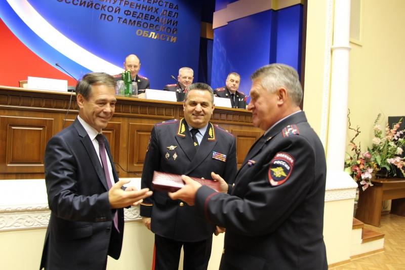 В Тамбове наградили полицейских, отличившиеся в охране общественного порядка