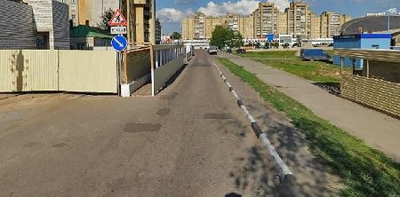 """В Тамбове пытаются добиться сноса с проезжей части дороги забора от """"замороженной"""" стройки"""