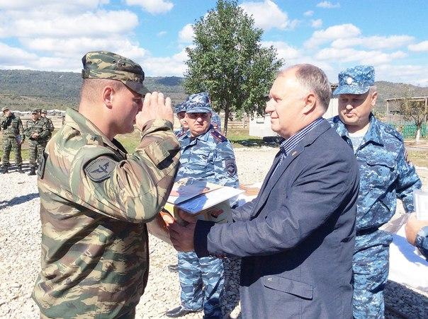 Алексей Плахотников: «…те люди, которые вчера улыбались, сегодня были собранные, в бронежилетах, с заряженным оружием»
