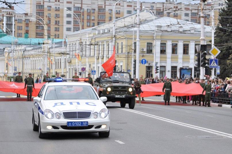 Праздничное шествие, посвященное Дню Победы, завершилось в Тамбове торжественным митингом на Соборной площади