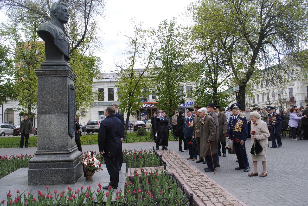 В сквере Василия Петрова в Тамбове состоялся торжественный митинг