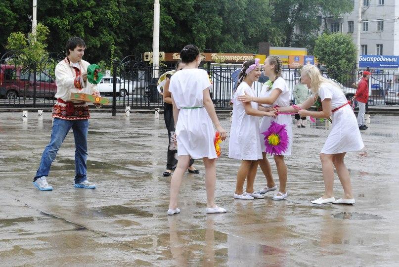 Студенты и студентки резвятся в большой ванной русские 6 фотография