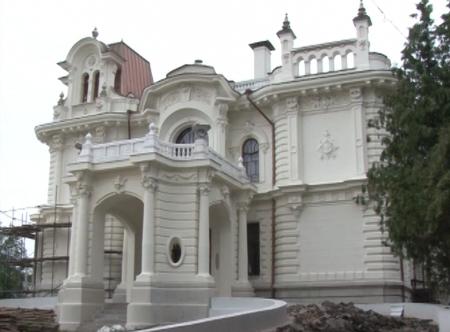 Александр Бобров провел выездное совещание на стройплощадке Дома Асеева