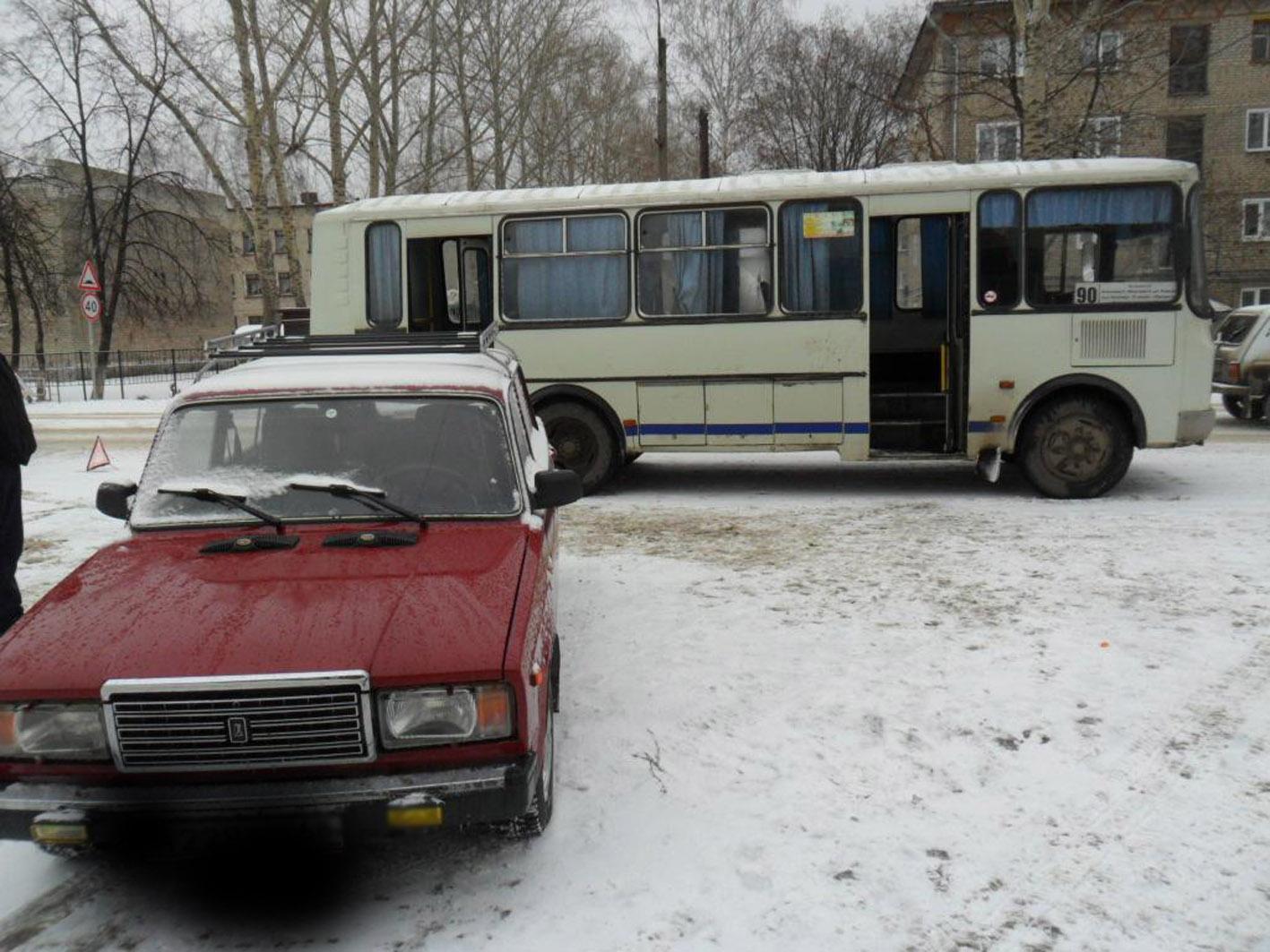 Прижал в автобусе телку 3 фотография