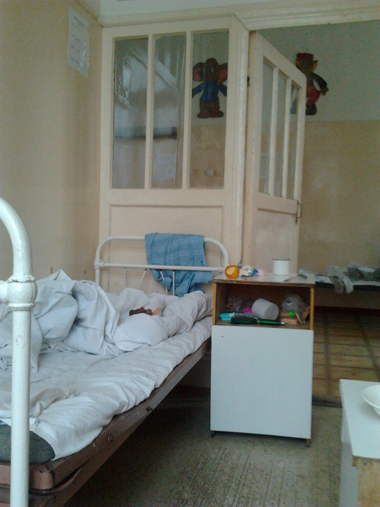 В тамбовской инфекционной больнице обрушился пол и потолок