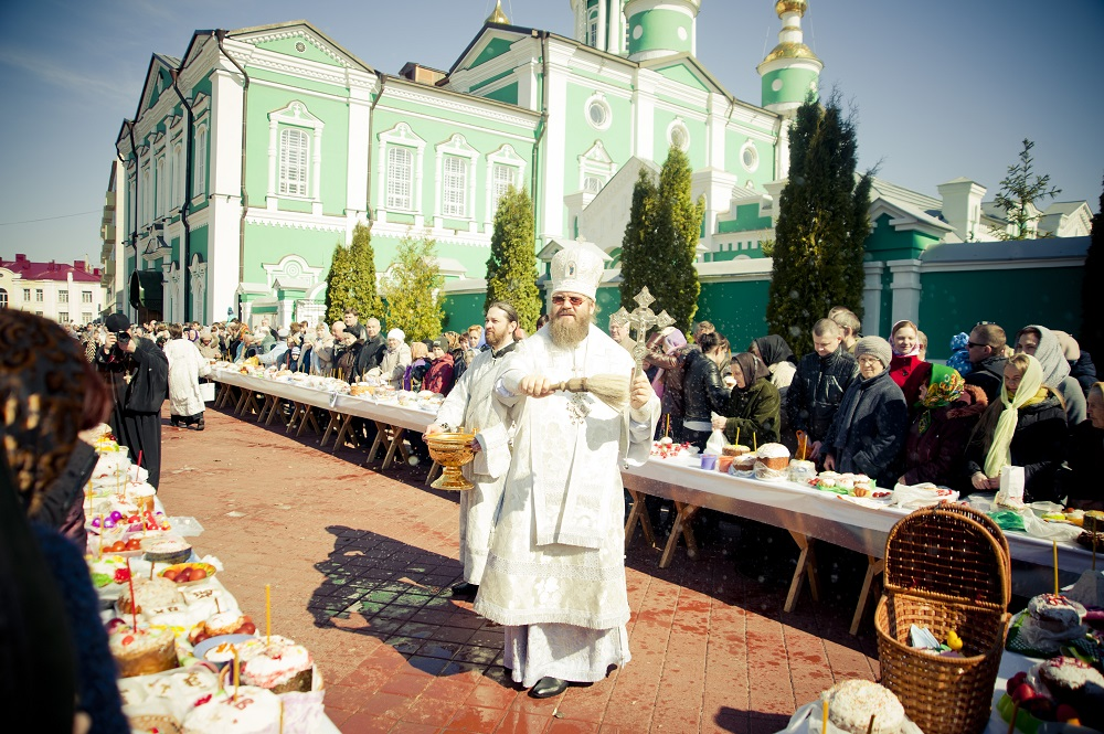 Митрополит Феодосий совершил в Тамбове обряд предпасхального освящения куличей
