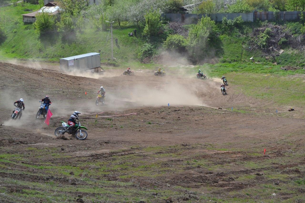 Лучшие мотоспортсмены Тамбовской области померились силами на трассе горнолыжного комплекса в Ласках.