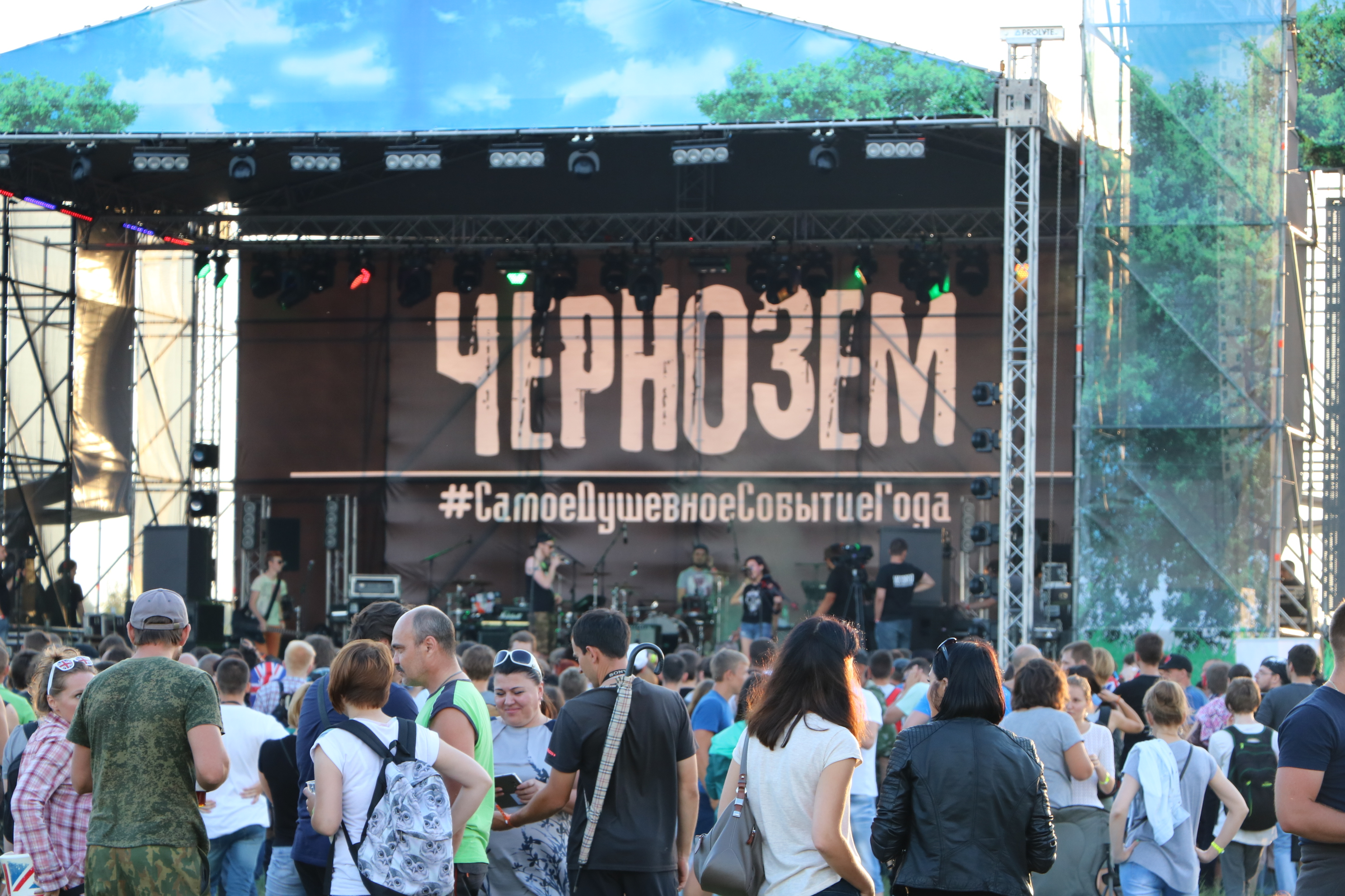 Рок-фестиваль вТамбовской области пришлось прервать из-за сильной грозы