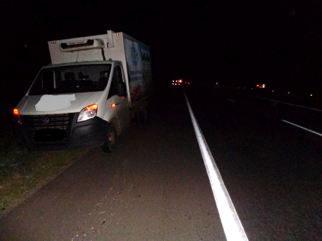 В итоге столкновения джипа и фургона пострадали три человека