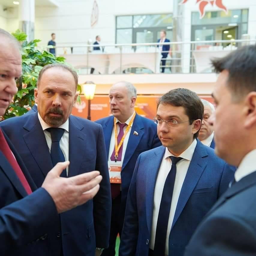 Путин: Государство продолжит обновление сети медицинских иобразовательных учреждений вмалых городах
