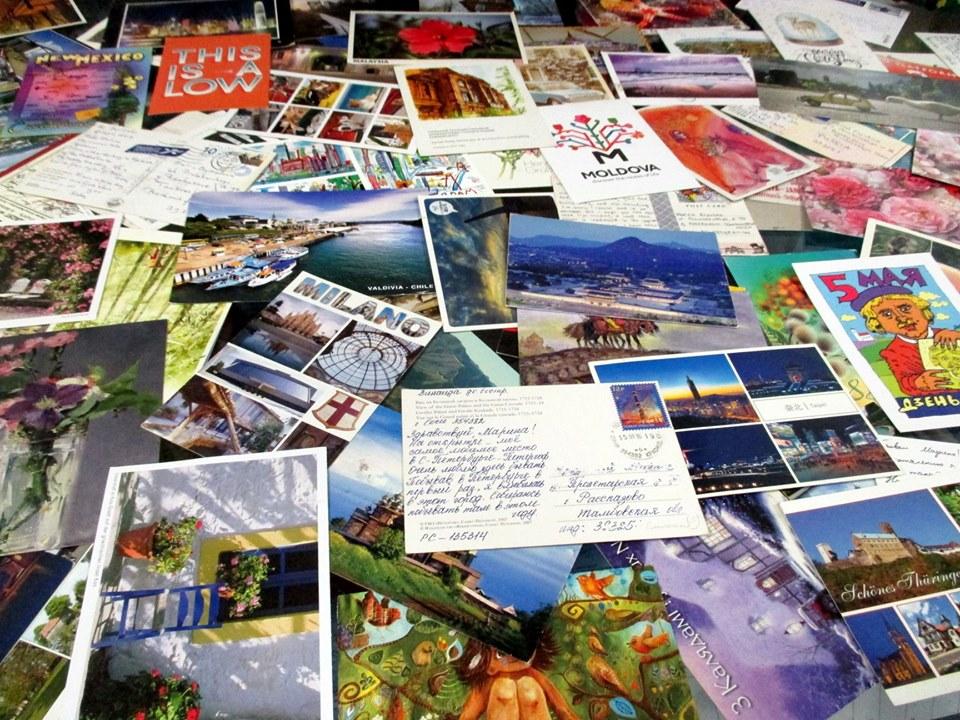Много почтовых открыток