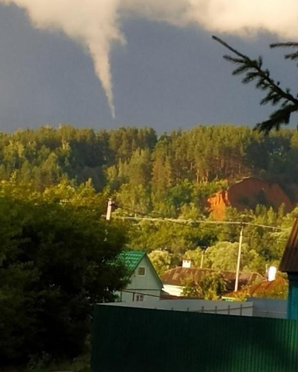Жители Сосновки испугались облаков, похожих на смерч