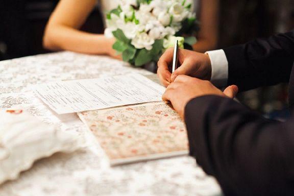 Более половины россиян считают регистрацию брака обязательной