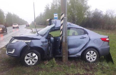 В Моршанском районе водитель иномарки врезался в опору ЛЭП