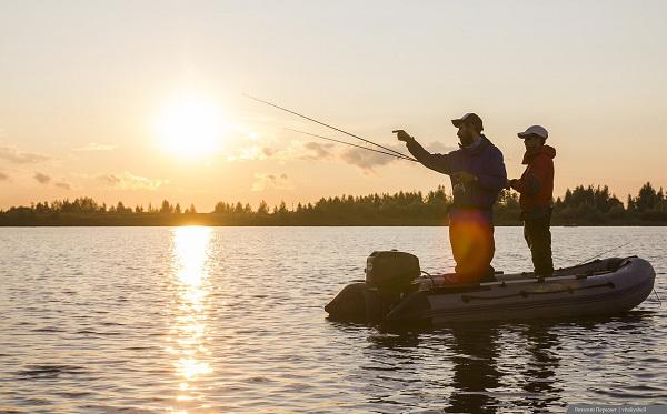 видео ловля спиннингом с лодки