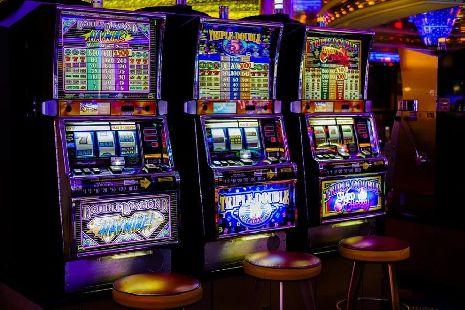 Игровой казино клуб платья казино производитель