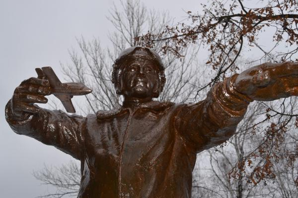 В Тамбове установили первый в России памятник лётчику-инструктору