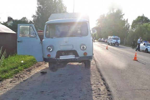 В Моршанске под колеса УАЗа попали три человека